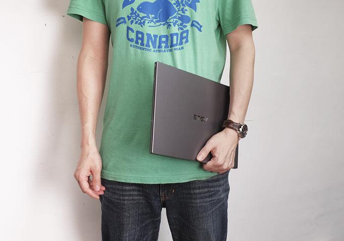 華碩ASUSPRO B9440窄邊框14吋商務筆電,不但輕巧同時螢幕色域高達96%,修片後製也OK!
