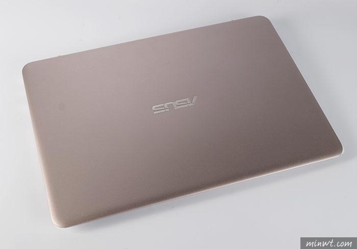 梅問題-行動辦公新利器!ASUA ZenBook UX305極致輕薄、高解晰隨身筆電