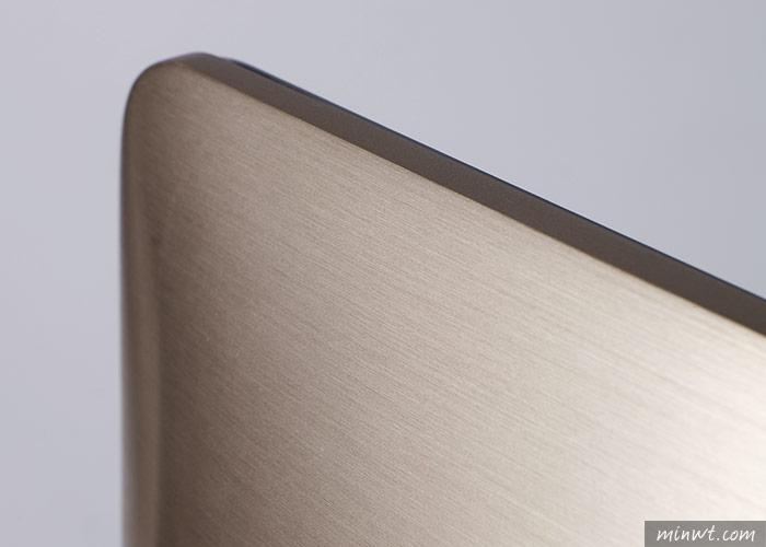 梅問題-ASUS華碩Zen AiO Pro高效能、可觸控4K螢幕一體成型