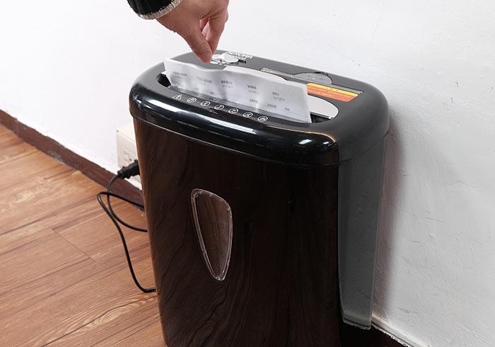 [開箱] AURORA震旦AS800CD碎段式碎紙機,無論是CD還是信用卡都能碎屍萬段