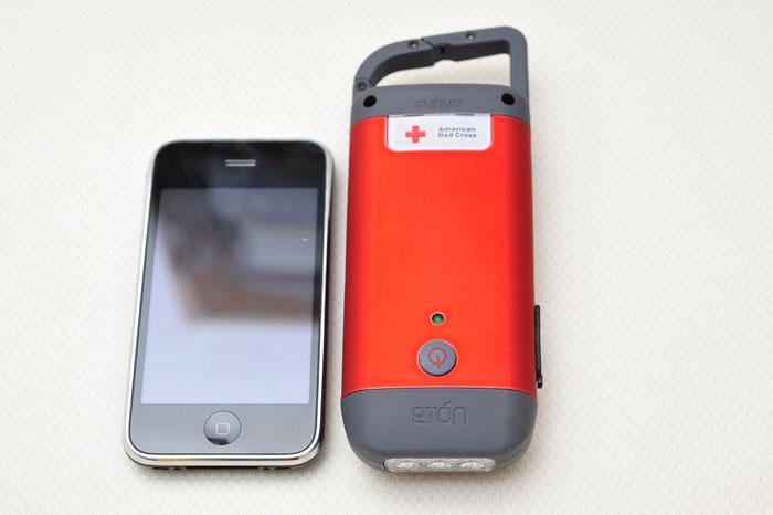 梅問題-生活小物-《Eton美國紅十字》 專用手搖式手電筒與USB充電器