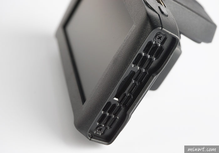 梅問題-PAPAGO! GoSafe 51G內建GPS與160°超廣鏡頭、1440P高畫質的行車記錄器