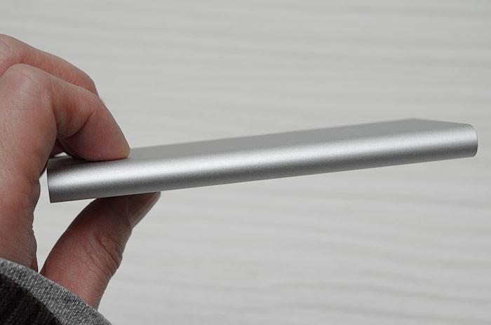 梅問題-《小米超薄5000mAh行動電源》輕巧超薄只有9.9mm