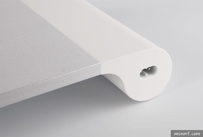 梅問題-「Quirky Space Bar USB螢幕架」前方內建四個USB充電孔