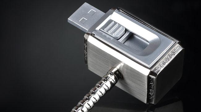 商品攝影-「微單商攝」單燈拍出金屬髮絲雷神索爾小鐵鎚隨身碟