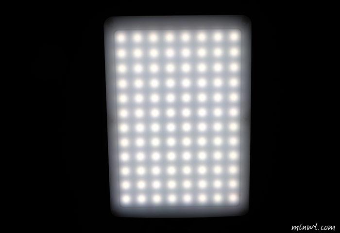 梅問題-攝影器材-[開箱]南冠CN T96高演色95%,LED持續燈打光利器