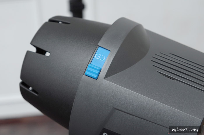 梅問題-《ELINCHROM - D-Lite RX ONE》來自瑞士平價輕巧小棚燈