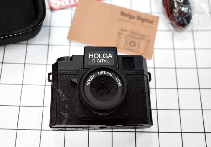 [開箱] HOLGA DIGITAL 數位猴哥相機來囉!隨手拍出超有味的LOMO風