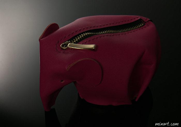 梅問題-「手機商品攝影-11」多燈拍出立體粉紅象造型的拉鍊零錢包