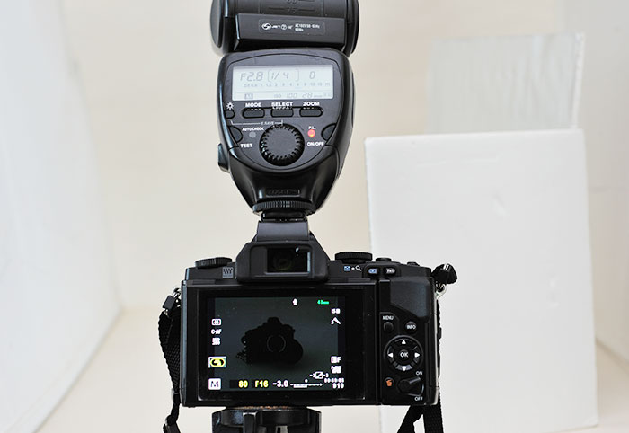 梅問題-攝影器材-Olympus OMD5 開啟LV亮度提升,接外閃螢幕不再烏漆嬤黑