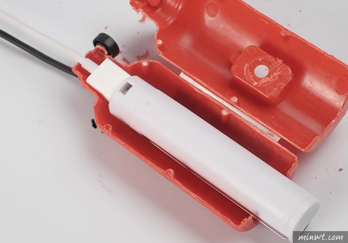 梅問題-將10元滅火器造型小水槍,變成KUSO行動電源