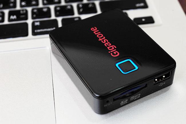 梅問題-生活3C-smartbox A2 WiFi讀卡機+行電動源二合一