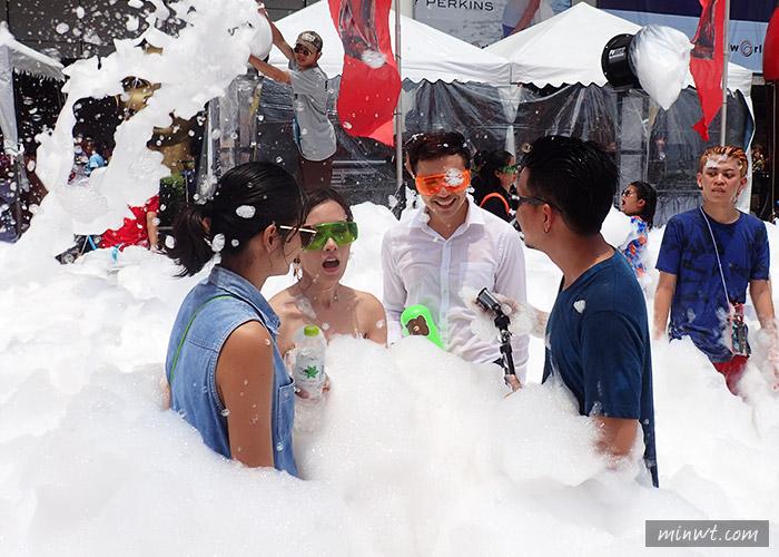 梅問題—《泰國曼谷自助》曼谷潑水節CentralWorld—時尚歡樂潑水泡沫趴