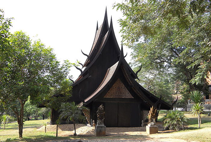 梅問題-《泰國清邁自助》掉落地獄黑暗的收藏品「黑廟-黑屋博物館」