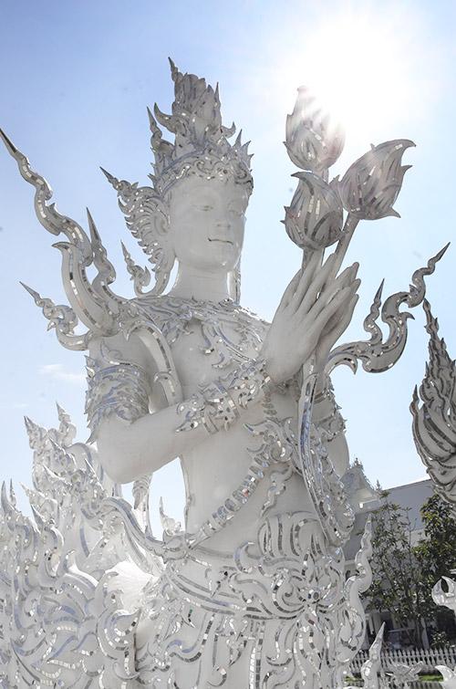 『泰國清邁自助景點』泰國清邁旅遊必去景點白廟 - 傳說中的挨踢部門