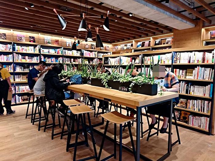 梅問題-[台中]全球最美的書店「蔦屋書店Tsutaya Books」進駐台中T&R廣場!