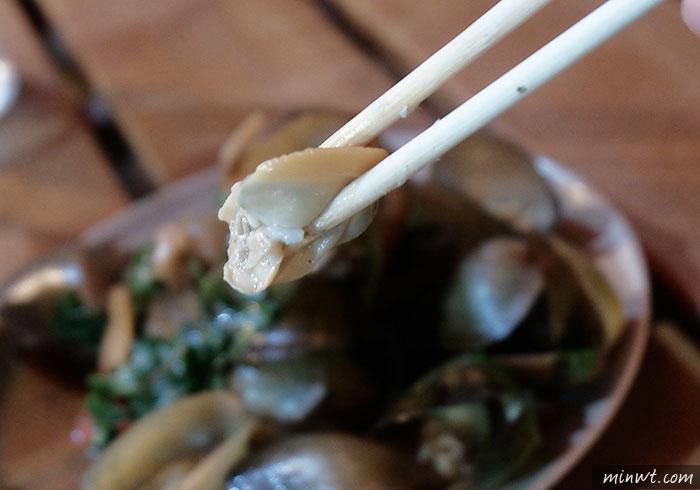 梅問題-《花蓮輕旅行》花蓮夜市品嚐「原住民野菜風味料理」~現烤烤魚超美味!
